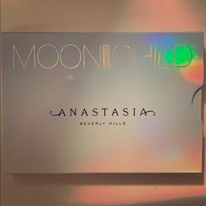 Anastasia Beverly Hills Moon Child Highlight